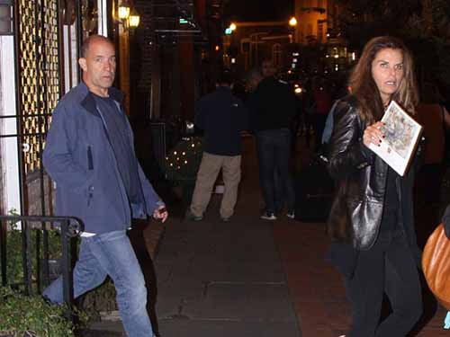 Ông Matthew Dowd và bà Maria Shriver bị bắt gặp đi cùng nhau vào tháng 10-2013 Ảnh: FAMEFLYNET