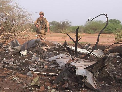 Hiện trường vụ máy bay rơi. Ảnh: Reuters