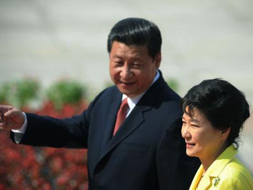 Chủ tịch Trung Quốc Tập Cận Bình tiếp Tổng thống Hàn Quốc Park Geun-hye tại Bắc Kinh vào tháng 6-2013 Ảnh: AP