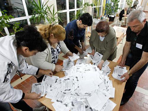 Kiểm phiếu ở LuhanskẢnh: REUTERS