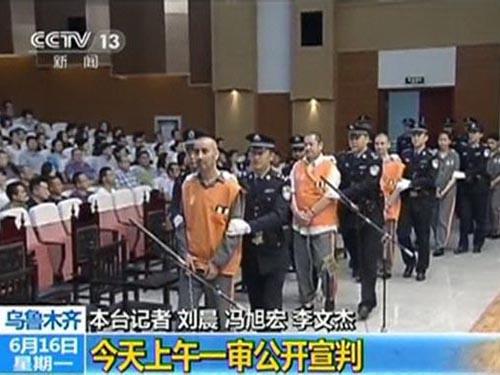 3 bị cáo bị tuyên tử hình trong phiên tào xử vụ tấn công quảng trường Thiên An Môn sáng 16-6 Ảnh: Reuters