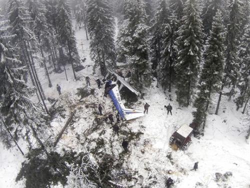 Chiếc máy bay gặp nạn khiến người dân Romania nổi giậnẢnh: AP