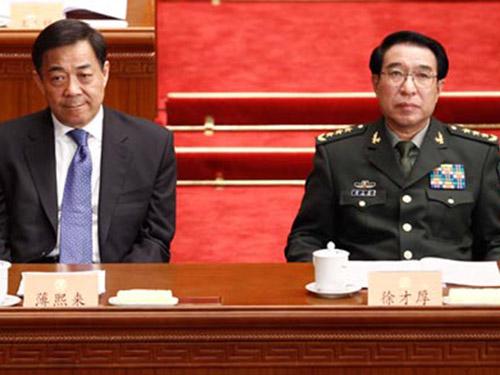 Cựu Phó Chủ tịch Quân ủy Trung ương Từ Tài Hậu (phải) và Bí thư Thành ủy Trùng Khánh Bạc Hy Lai  Ảnh: CNS