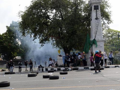Hiện trường vụ nổ làm 2 người bị thương hôm 14-2Ảnh: THE BANGKOK POST