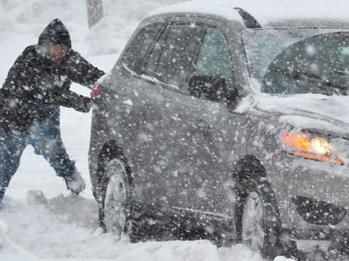 Tuyết rơi dày hôm 13-2 khiến người dân thành phố Bethlehem, bang Pennsylvania - Mỹ khốn khổẢnh: AP