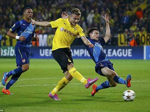 Tiền đạo Ý Immobile trong pha ghi bàn mở tỉ số cho Dortmund Ảnh: REUTERS