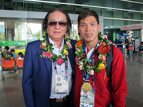 Thầy trò HLV Đổng Quốc Cường và Võ Thanh Tùng, VĐV giành 5 HCV bơi lội tại Incheon