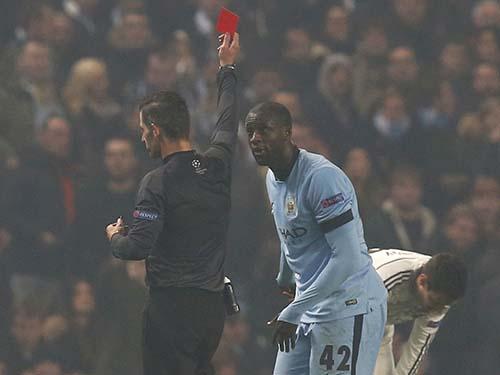 Yaya Toure gây thất vọng khi nhận thẻ đỏ trực tiếp ở hiệp 2 trận Man City thua CSKA Moscow 1-2Ảnh: REUTERS