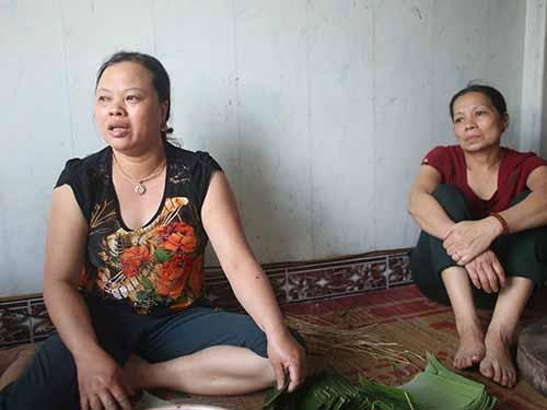 Mẹ tiền vệ Trần Mạnh Dũng khóc xin người hâm mộ tha thứ cho con trai sau khi biết tin vụ án đánh bạc  ở V.Ninh Bình đã bị khởi tố