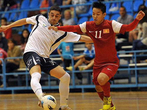 Trần Văn Vũ (phải), một trong những niềm hy vọng của futsal Việt Nam Ảnh: Minh Ngọc