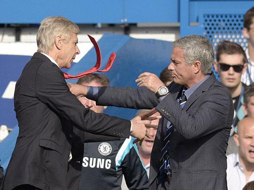Pha va chạm giữa 2 nhà cầm quân tối 5-10Ảnh: Daily Mail