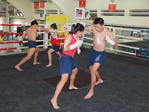 Các võ sĩ muay của TP HCM đang tập luyện