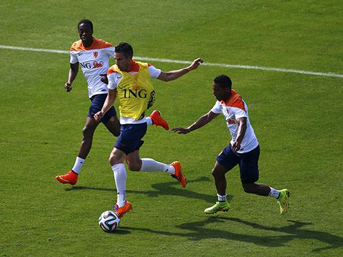 Hàng công của Hà Lan sẽ lợi hại hơn khi Van Persie trở lại sau án treo giò 1 trậnẢnh: REUTERS