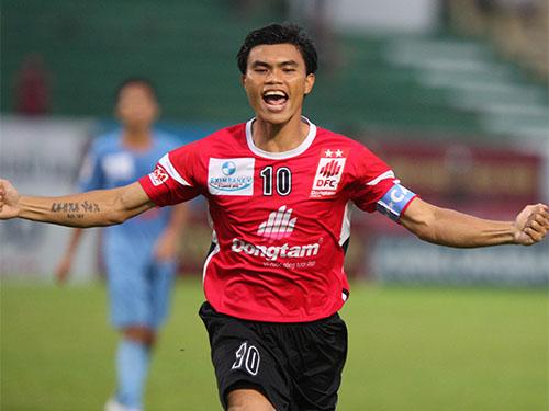 Tài Em sau bàn mở tỉ số trong trận ĐTLA thắng Thanh Hóa 2-0 Ảnh: Quang Liêm
