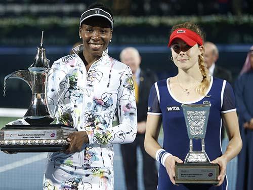 Venus (trái) nhận danh hiệu đầu tiên sau 4 năm Ảnh: REUTERS