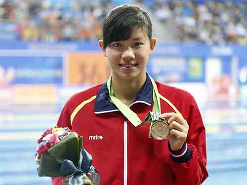 Ánh Viên với HCĐ 200 m bơi ngửa, lần thứ hai cô giành huy chương tại Á vận hội 2014Ảnh: REUTERS