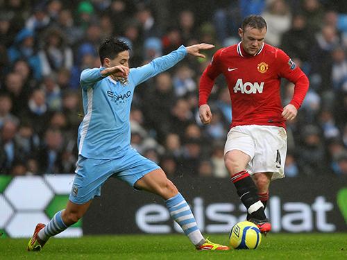 Rooney (phải) và các ngôi sao M.U quyết đòi món nợ thua 1-4 ở lượt đi Ảnh: Mistergol
