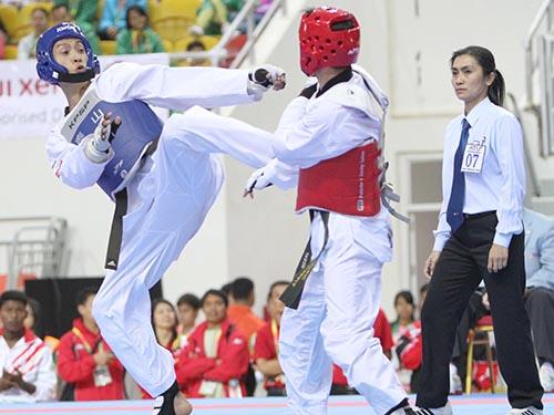 Lê Huỳnh Châu (trái) đã cải thiện đáng kể kỹ thuật và chiến thuật sau đợt tập huấn tại Hàn Quốc