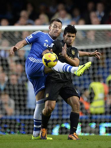 Trận Chelsea của Terry (trái) tái đấu Man City của Aguero sẽ đáng xem nhất trong những ngày Tết Giáp NgọẢnh: REUTERs