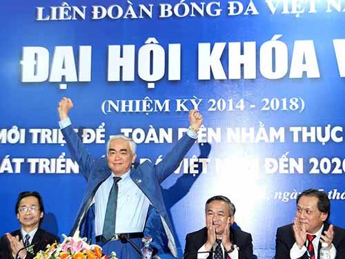 Tân Chủ tịch VFF Lê Hùng Dũng ra mắt sau cuộc kiểm phiếu chiều 25-3Ảnh: Hải Anh