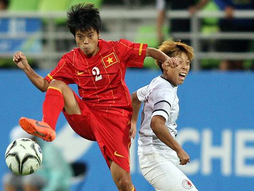 Hậu vệ Nguyễn Thị Xuyến (2) và hàng thủ Việt Nam sẽ có các bài tập phòng ngự để chuẩn bị đối đầu nhà vô địch thế giới Nhật BảnẢnh: Ngọc Linh