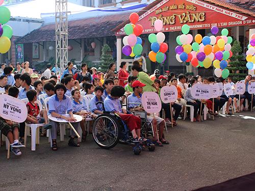 Đông đảo trẻ em khuyết tật chờ đón ngày hội tại Cung Văn hóa  Lao động TP HCM