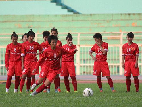 Minh Nguyệt (8) sẽ dẫn dắt hàng công tuyển nữ Việt Nam chiều tối 14-5Ảnh: Quang Liêm