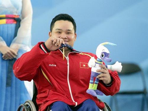 Nguyễn Bình An giành HCV cử tạ và phá kỷ lục châu Á hạng cân 54 kgẢnh: Đinh Long