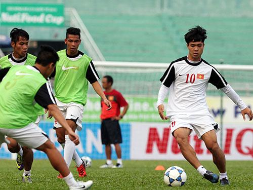 Tiền đạo Công Phượng (phải) sẽ có dịp đối đầu cùng hàng phòng ngự thép của U19 AS Roma. Ảnh: Quang Liêm
