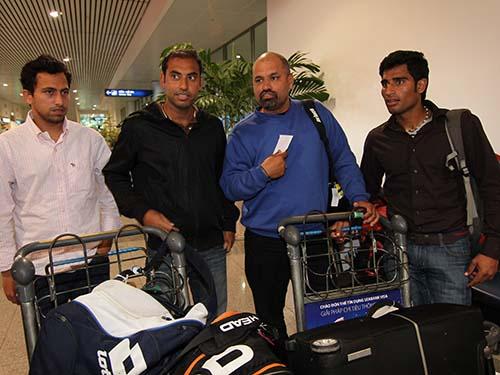 Đội tuyển Pakistan ở sân bay Tân Sơn Nhất sáng 8-2Ảnh: Ngọc Linh