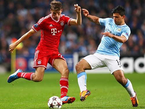 Mueller (trái) cùng Bayern Munich có cơ hội đòi nợ Man City của Aguero trên sân nhà. Ảnh: REUTERS