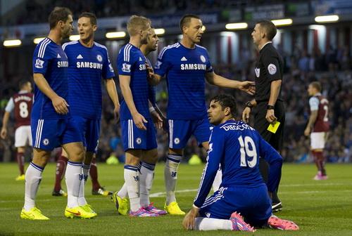 Chelsea bất phục với tấm thẻ vàng dành cho Costa