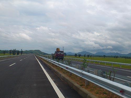 Tuyến đường cao tốc Nội Bài- Lào Cai dài 254 km mới được thông xe toàn tuyến cách đây chưa lâu Ảnh: ĐỖ DU