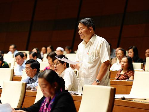 Đại biểu Nguyễn Văn Tiên đề nghị tuân thủ nguyên tắc vàng là không vay ODA cho chi thường xuyênẢnh: HOÀNG NGỌC