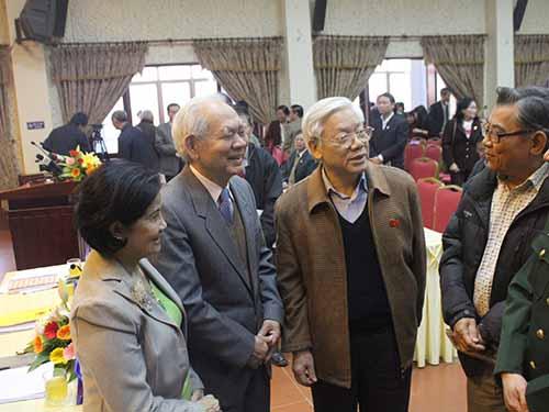 Tổng Bí thư Nguyễn Phú Trọng trao đổi với các cử tri Hà Nội
