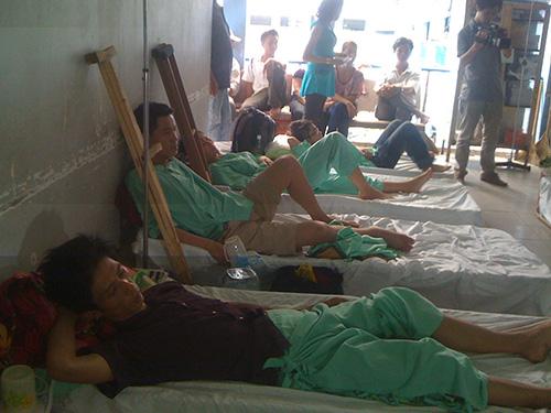 Các bệnh nhân nằm chen chúc ngoài hành lang Bệnh viện Chấn thương Chỉnh hình TP HCMẢnh: NGUYỄN THẠNH