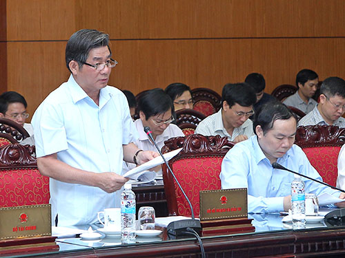 Bộ trưởng Bùi Quang Vinh báo cáo kết quả kinh tế xã hội 4 tháng đầu năm 2014Ảnh: TTXVN