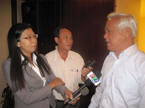 Phó Chủ tịch Quốc hội Uông Chu Lưu (bên phải) cho rằng cả hệ thống pháp luật cần xem xét để phòng chống tham nhũng hiệu quả