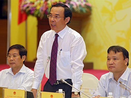 Bộ trưởng Nguyễn Văn Nên trả lời các câu hỏi trong buổi họp báo chiều 31-7Ảnh: THẾ DŨNG