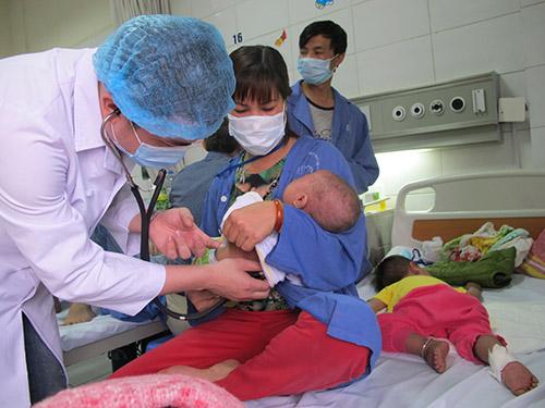 Điều trị bệnh sởi cho trẻ tại Bệnh viện Nhi Trung ươngẢnh: Ngọc Dung