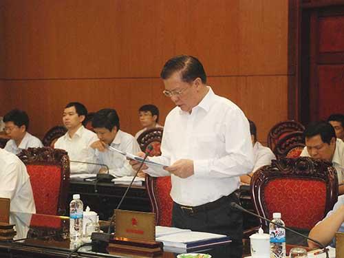 Bô trưởng Bộ Tài chính Đinh Tiến Dũng trình bày dự án Luật Ngân sách nhà nước sửa đổi