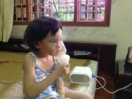 Máy khí dung là một trong những thiết bị y tế phổ biến được các gia đình mua và sử dụng cho trẻ nhỏ