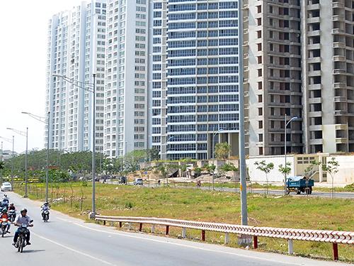 Theo dự thảo Luật Nhà ở (sửa đổi), các tổ chức, cá nhân người nước ngoài vào Việt Nam làm việc, hoạt động sẽ được mua và sở hữu nhà trong các dự án đầu tư xây dựng nhà ở. Trong ảnh: Một dự án nhà ở tại  TP HCM  Ảnh:  TẤN THẠNH