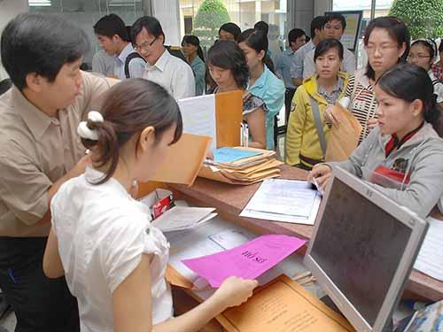 Nộp hồ sơ thi tuyển công chức tại Cục Thuế TP HCMẢnh: Tấn Thạnh