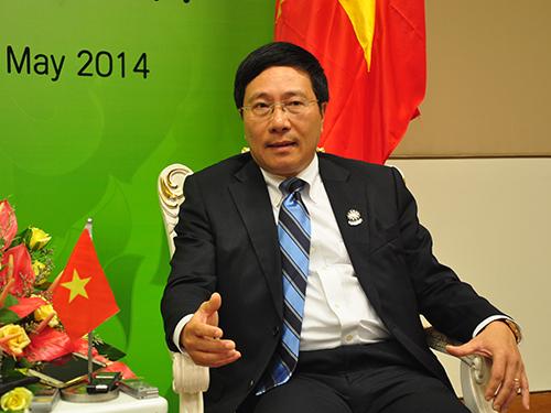 Phó Thủ tướng, Bộ trưởng Bộ Ngoại giao Phạm Bình Minh trả lời báo chí tại MyanmarẢnh: đỨC TÁM