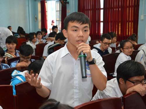 Học sinh tỉnh Đồng Nai đặt câu hỏi với các chuyên gia tư vấnẢnh: Huy Lân