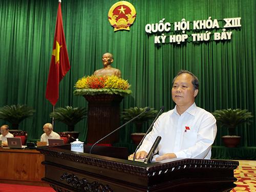 Ông Phan Trung Lý, Chủ nhiệm Ủy ban Pháp luật của Quốc hội, trình bày dự thảo báo cáo giải trình, tiếp thu ý kiến về dự kiến điều chỉnh Chương trình xây dựng luật, pháp lệnh năm 2014 Ảnh: Thế Dũng