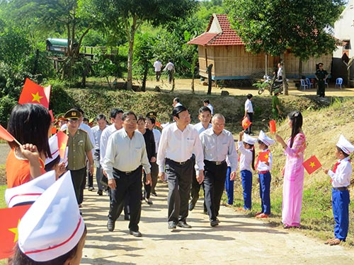 Chủ tịch nước Trương Tấn Sang thăm làng tái định cư thủy điện tại xã Đắk Sơ Ma, huyện K'Bang