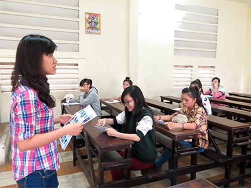Lác đác TS đến làm thủ tục ở một điểm thi của Trường CĐ Kinh tế đối ngoại TP HCMẢnh: Đặng Trinh