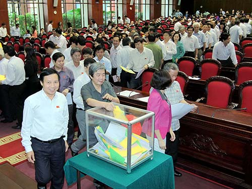 Lấy phiếu tín nhiệm tại kỳ họp Quốc hội thứ 5, tháng 5-2013Ảnh: Thế Dũng
